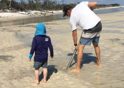 Top 9 things to do on Fraser Island with kids - Yabby Pumping