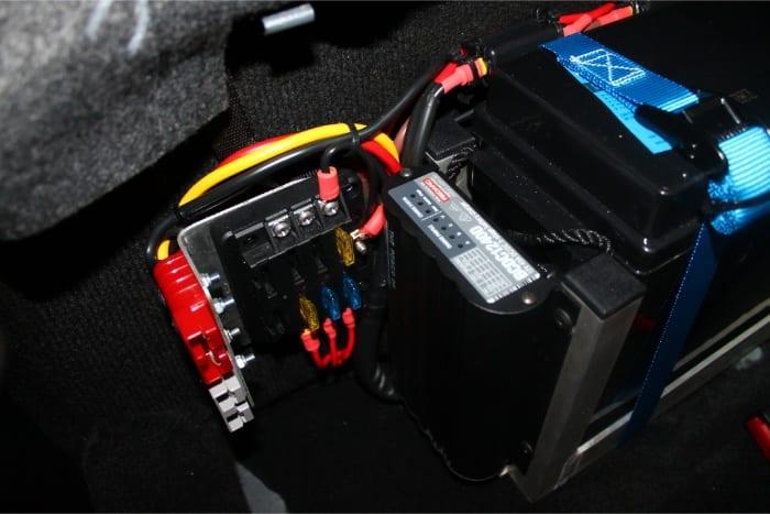 Redarc BCDC1240, Fuse Panel & Anderson Plugs